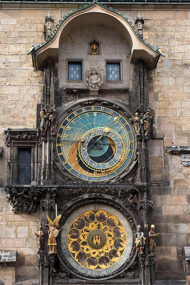 800px-Astronomical_Clock_(8341899828).jpg